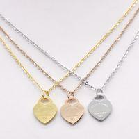 perfume coração diamante venda por atacado-Aço inoxidável em forma de coração colar T colar curto feminino jóias 18k titânio pêssego colar de pingente de coração de ouro para o homem