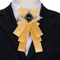lüks yuvarlar toptan satış-Erkek Altın Papyon Çiçek Artı Siyah Gem Lüks Parlaklık Yaka Pin Düğün Parti Ücretsiz Nakliye nakliye Yeni Varış LH-453
