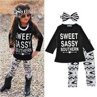 çocuklar çizgili uzun kol toptan satış-Bebek Kız Giyim Setleri Tatlı Sassy Güney Mektup Baskılı Uzun Kollu Üçgen Pantolon Çizgili Yay Bandı Bahar Sonbahar Çocuklar Kıyafet Tops