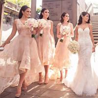 dama de honor del cordón del alto cuello al por mayor-2018 moda alto-bajo estilo de damas de honor vestidos con cuello en v apliques de encaje sin mangas vestido de fiesta de boda sexy ver a través de tul vestidos de baile