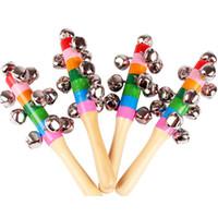 glocke holzspielzeug instrumente pädagogischen großhandel-Hot Cartoon Babyrassel Regenbogen Rasseln mit Glocke Holzspielzeug Orff Instrumente Lernspielzeug Party festliche Lärm Maker HH7-896