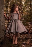 robes de fille de fleur rouge pleine longueur achat en gros de-Pageant Enfants Robe Noir Tulle Crew Fleur Fille Robes Pour Genou Longueur De La Fille De Mariage Fête D'anniversaire Robe 17flgB453