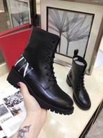 damas negro encaje hasta botas de tobillo al por mayor-Otoño Invierno Señoras Knight Boots Thick Taleled Moda Negro Cuero Genuino Tobillo Martin Boots Lace Up Low Heels Botas de Moda Femenina Mujer