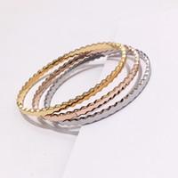 gold schönes armband großhandel-Heißes schönes Zubehör Neue Art und Weisearmbänder Bienenwabengeometrisches glattes Titanstahlarmband-Frauenarmband