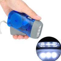 led intermitente linterna azul rojo al por mayor-NUEVA manivela sin batería linterna que acampa luces 3 LED mano que presiona la linterna Manual generador que viaja luz de la antorcha