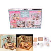 ingrosso scatole in miniatura della stanza della bambola-Fai-da-te Fai-da-te Wooden Dollhouse Miniature Kit Happy Living Room Con Cover Furniture Cute camera da letto Model Girl Doll House Room Box