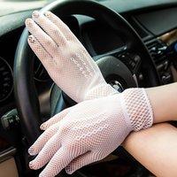 guantes de protección de verano al por mayor-Venta caliente de verano Protección solar Guantes de conducción a prueba de UV Mallas de malla de encaje Encaje elegante dama estilo delgado guantes blanco y negro