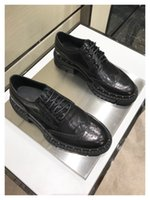 Nuovo 2018 vendite calde marchio di lusso su misura mano graffio bruciato  cerata pelle bovina grano vacchetta materiale collocazione suole in gomma  scarpe ... 25f476421ae