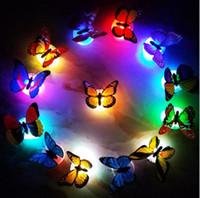 schmetterlings-wandleuchte großhandel-Schmetterling LED Nachtlicht Lampe bunte leuchtende Schmetterling Startseite Hochzeit Dekoration Lichter Lampe mit Aufkleber LED Wand Dekor KKA4395