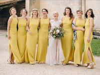 ingrosso vestito di damigella d'onore giallo increspato-2018 Sirena gialla lunga abiti da damigella d'onore increspati spaccati da pavimento abiti da damigella d'onore