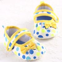 blaue babybeuten großhandel-Neue Schöne Weiche Contton Gelb Bogen Baby Mädchen Schuhe Süße Blaue Punkt Kleinkinder Baby Mädchen Erste Wanderer Freizeitschuhe Booties