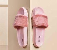 sandálias das meninas azuis venda por atacado-Leadcat Fenty Rihanna Faux Fur Chinelos Mulheres Meninas Sandálias Moda Scuffs Preto Rosa Vermelho Cinza Azul Designer Slides de Alta Qualidade