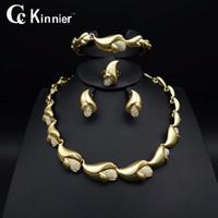 colares de casamento de ouro branco venda por atacado-Toda vendaHot Moda Africano de mulheres conjuntos de jóias de casamento Nupcial Dubai contas de Ouro Branco exagerar Colar Bangle borla brincos anel