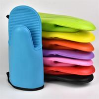 guantes de cocina de silicona para horno al por mayor-Horno de microondas Guantes impermeables Resistente al calor Engrosamiento Silicona Mitón antideslizante Cocinas Suministros Color múltiple 4 5cl C R