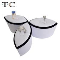 ingrosso supporto fiore nero-Espositore per gioielli Espositore per anelli a forma di fiore Espositore per anelli bianco e nero 3 pezzi / set
