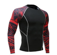 équipement serré achat en gros de-Mens Fitness manches longues Rashguard T Shirt Hommes Bodybuilding Peau Serré Compression Thermique Chemises MMA Crossfit Workout Top Gear