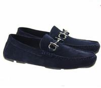 erkekler için burunlu ayakkabı toptan satış-Yumuşak Deri erkekler eğlence elbise ayakkabı parçası hediye doug ayakkabı Metal Toka Slip-on Ünlü marka adam tembel düşler Loafer'lar Zapatos Hombre 40-46