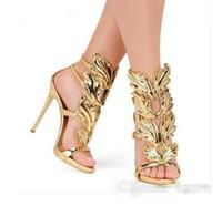 sandales talons d'ivoire achat en gros de-nouveau femmes Rockstud pointu rivet couleur blanc ivoire à talons hauts femmes Saint-Valentin T-strap à travers des sandales de mariage de cou-de-pied