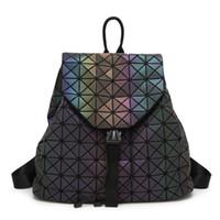 geometrie rucksack großhandel-Neue Frauen BaoBao Leuchtende Rucksäcke Weibliche Mode Mädchen Täglichen Rucksack Geometrie Paket Pailletten Falten Taschen Bao Bao Schultaschen