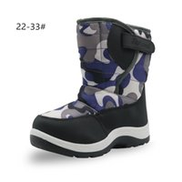 botas de niños pequeños al por mayor-Apakowa Boys Botas de nieve de felpa Moda para niños pequeños Niños pequeños Zapatos de invierno Camuflaje para niños Botas de senderismo suaves a media pierna