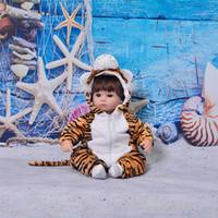 erkek çocuk moda bebek oyuncakları toptan satış-Cosplay Kaplan 17 Inç Reborn Bebek Bebekler Yumuşak Silikon Bebekler Gerçekçi 43 cm Reborn bebe DIY Oyuncaklar Moda Erkek Oyun Arkadaşı hediyeler