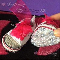 sıcak pembe bebek ayakkabıları toptan satış-Sıcak pembe tuval marka bebek bling el yapımı ayakkabı ile maç şerit alt tüm kapak inciler ve Rhinestones kristal bebek ayakkabı
