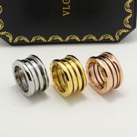 dedo de primavera al por mayor-18K Rose Gold Spring Ring With Drawbench Diseño de satén Anillos de dedo Anillo de la marca B Letra 316L Anillo de acero inoxidable Joyería de bienestar público