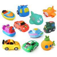 mini-wasserfahrzeuge großhandel-8 teile / los Soft Rubber Fahrzeug Auto Boot modell Wasser Spritzen Spielzeug cartoon tier fisch Squeeze Sound Strand Bad baby Spielzeug