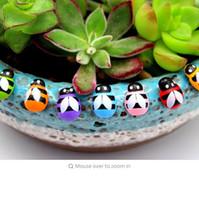 refrigerador de la habitación al por mayor-Mariquita de madera estatuilla en miniatura nevera imán etiqueta de la pared decorativa decoración del hogar mini Bonsai decoración del jardín animal ornamento