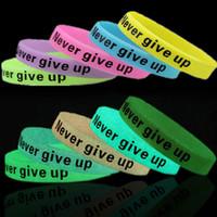 светящиеся резиновые браслеты оптовых-Night Jogging Glow In Dark Fluorescent Silicone Rubber Sport Wristband Never Give Up Letter Lose Weight Encourage Cuff Bracelet