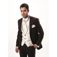 gravata marrom homens s venda por atacado-2017 Moda dois botões Dark Brown noivo homens Smoking Man Suit Slim Fit Groomsman Noivo mens ternos (jaqueta + calça + colete + laço)