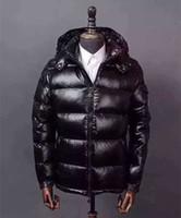 chaquetas diagonales con cremallera al por mayor-HOT marca hombres invierno negro color rojo abajo chaqueta moda hombres cálidos diagonal cremallera abajo Parka abrigo con capucha abajo