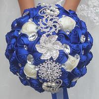 ingrosso perla bouquet da sposa-18CM Wedding Artificial Flower Bouquet da sposa White Sapphire blue Silk Rose Bouquet da sposa Fiore Crystal Pearl Brooch Damigella d'onore
