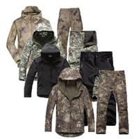 chaqueta de piel negra al por mayor-Los hombres de la chaqueta de la piel táctico Lurker Soft Shell TAD rompevientos Kryptek Negro camuflaje impermeable con capucha de Camo ropa de la caza