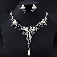 Wholesale Indian Dresses For Wedding - Elegant Women's Imitation Pearl Jewelry Set Silver Necklace Long Pendant Earring Set For Royal Wedding Dress Accessory