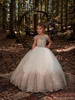 vestido de tul marfil satinado niños al por mayor-Apliques de encaje de lujo vestidos de niña de las flores para las bodas vestido de bola de tul con el vestido de desfile de las muchachas de la guirnalda de la primera comunión graduación gow