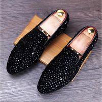 neue schuh europäische stile großhandel-2018 neue europäische Stil glänzende Strass Dekoration Mode Loafer Schuhe Männer spitz Casual flache Schuhe Hochzeit Loafers S14