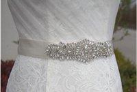 payet saten kayışlar toptan satış-Yeni Düğün Sashed Kemer Ipek Saten El Yapımı Çiçekler Sparkly Kristal Boncuklu Pullu Ile Ucuz Bordo Şampanya Gelin Kanat Kemer Beyaz