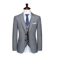 mens gri gündelik kıyafeti toptan satış-Erkek Gri Slim Fit Tepe Yaka 3 Parça Suit Damat Resmi iş Smokin Düğün Erkekler Suit İki Düğme Akşam Balo Casual Blazer
