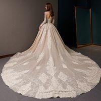 embellissement applique achat en gros de-Nouvelle Arabie Saoudite Robe De Bal En V Cou De L'épaule Appliques À Lacets Embellissement 3D Fleur Magnifique Paillettes Robes De Mariée