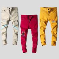 jeans coreanos masculinos al por mayor-Colorido Rojo Amarillo Caqui Jeans Hombre Delgado Agujero Recto Nuevo Impreso Casual Pantalones Estilo Coreano Pantalones Largos Personalidad para Hombres