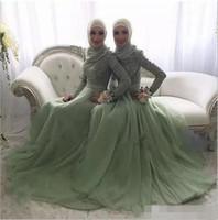 elegante bodenlange brautjungfer kleiderhülsen großhandel-Günstige elegante 2020 Spitze und Tüll muslimische Brautjungfer Kleider lange Juwel mit langen Ärmeln geraffte bodenlangen Trauzeugin Kleider