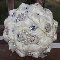 bouquets de mariée en porcelaine achat en gros de-Demoiselle d'honneur artificielle de mariage avec les perles en cristal Bouquet de mariage fleur Bouclier brillant de luxe Bouquet De Chine W282