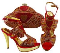 schuhe handtaschen sets großhandel-Wunderschöne rote Hochzeit Pumps Schuhe mit Handtasche Set Fashion Party Sandalen und Tasche mit Steinen JZC004 Absatzhöhe 11,5 cm