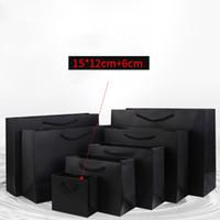sacs en papier cadeau de petite taille achat en gros de-15 * 12 + 6cm noir papier cadeau sac petite taille kraft sacs à provisions avec poignée pour les cadeaux de fête vêtements logo personnalisé / marque disponible