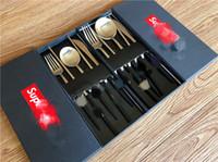 tenedores de cuchillos de oro al por mayor-Juego de cubiertos de alta calidad para cubiertos de cubiertos Cuchara Tenedor Cuchillo Té Cuchara Juego de vajilla de acero inoxidable Cubiertos de lujo Juegos de vajilla
