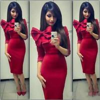 mermaid yay kırmızı elbise toptan satış-Kırmızı Diz Boyu Kısa Kokteyl Elbiseleri Yay Mermaid Ile 1/2 Kollu Balo Elbise Kılıf Ucuz Nedime Elbise Akşam Elbise Arapça
