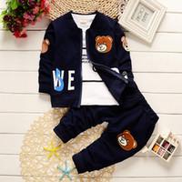 niños chaquetas de primavera al por mayor-2018 bebés varones ropa primavera otoño conjuntos 3 UNIDS niño pequeño de algodón de manga completa abrigo + chaqueta de dibujos animados + pantalones deportivos