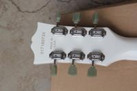 yüksek kaliteli sg gitar toptan satış-Fabrika Fiyat Sıcak Gitar Yüksek Kalite Deluxe SG Standart Beyaz Elektro Gitar 2 Manyetikler Siyah Pickguard Ücretsiz Kargo