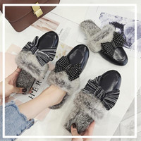 точечная зимняя обувь оптовых-Leather closed toe fur slippers girls striped dot bow-knot flat bottom slides shoes women winter outing slip on mules flipflops